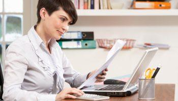 Kobiety pracujące w księgowości zarabiają więcej od mężczyzn